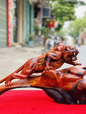 Tượng hổ săn mồi gỗ trắc đỏ đen ngang 60cm - 2