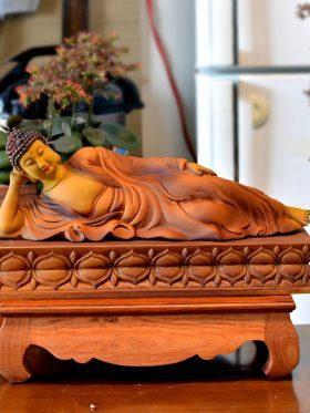 tượng gỗ phật nhập niết bàn trên đài sen mặt trước 1