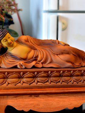 tượng gỗ phật nhập niết bàn trên đài sen mặt trước