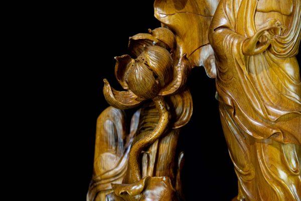Tượng Phật Bà Quan Âm Đứng Lá Sen Gỗ Bách Xanh