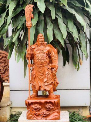 tượng gỗ quan công chống đao trên đế tùng cao 50cm