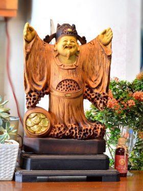 tượng thần tài gỗ bách xanh đẹp
