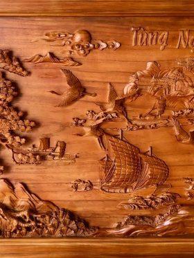 tranh gỗ tùng nghênh khách