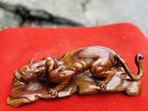 Tượng báo săn mồi gỗ cẩm sụn ngang 46cm - 3