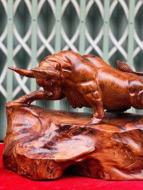 Tượng bò tót gỗ sun cẩm ngang 43cm - 1