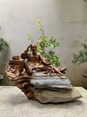 Tượng Bác Hồ Gỗ Bách Xanh Ôm Đá Cao 50cm - 1